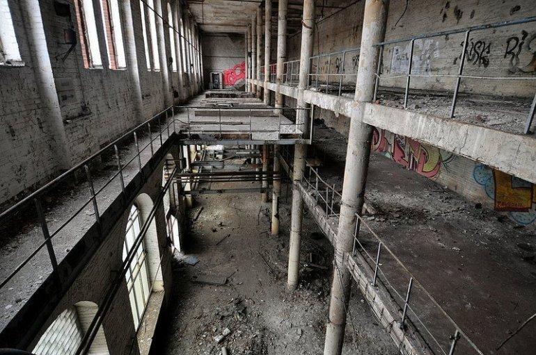 werkshalle oben veb baerensiegel adlershof berlin