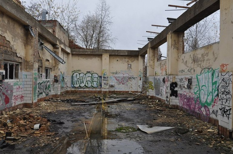 abgerissene halle veb kuehlautomat berlin