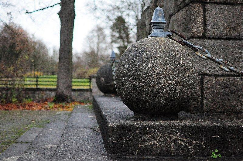 granit kugel sowjetisches ehrenmal buch