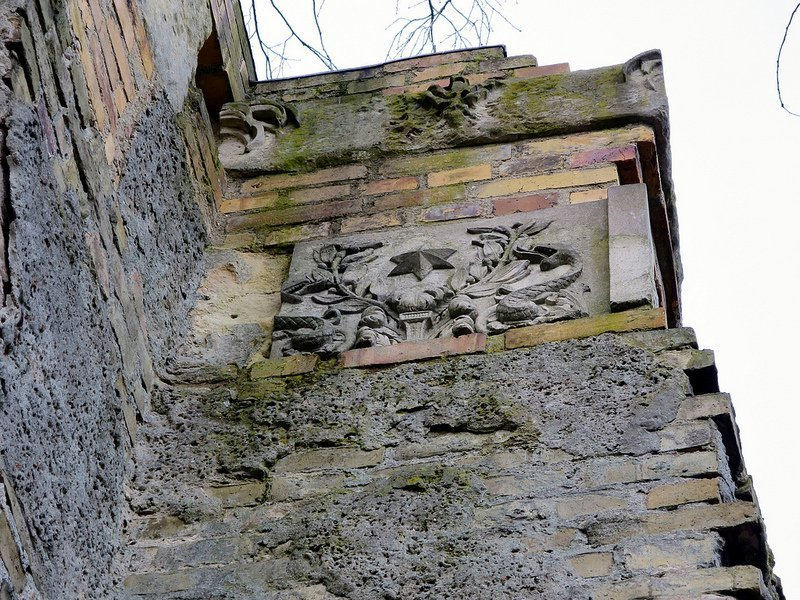 limestone fragment tuileriensaeule schwanenwerder berlin