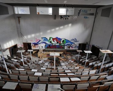 verlassener hoersaal berlin anatomie schule