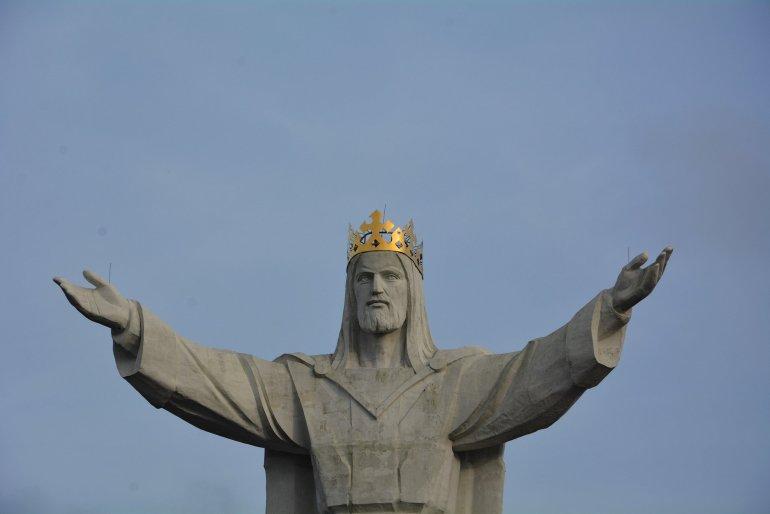 Pomnik Chrystusa Krola jesus statue poland front