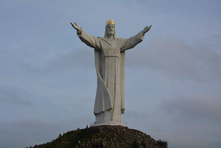 Pomnik Chrystusa Krola jesus statue swiebodzin poland