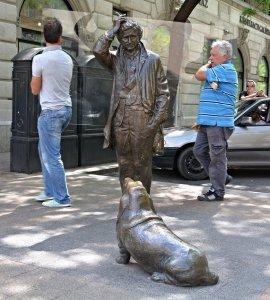 peter falk columbo statue mikas falk utca budapest hungary