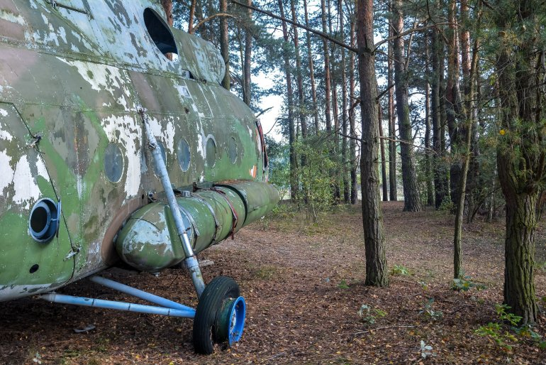soviet russian mil mi 8 helicopter germany deutschland abandoned urbex lost places hubschrauber wald ddr side