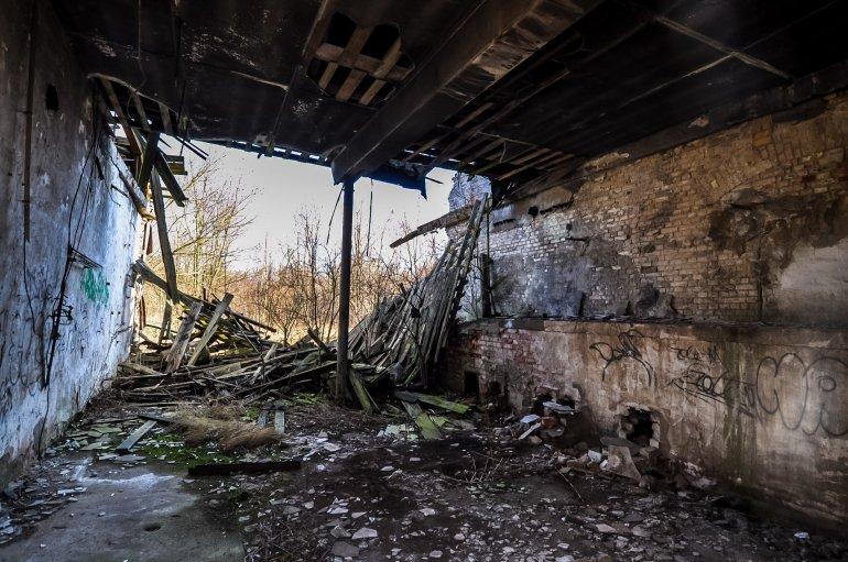 abandoned berlin urbex lost places berlin urban exploring germany horseshoe nail factory ruin room