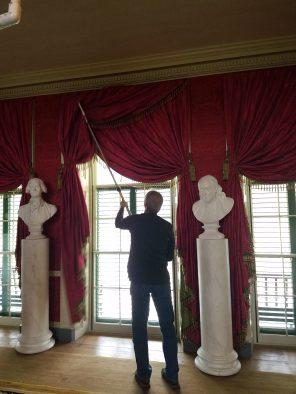 Removing storm windows