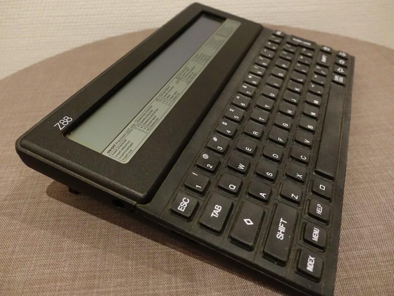 Der Cambridge Z88. Der Mobile Computer für Journalisten der späten 80er-Jahre. Von Sir Clive Sinclair.