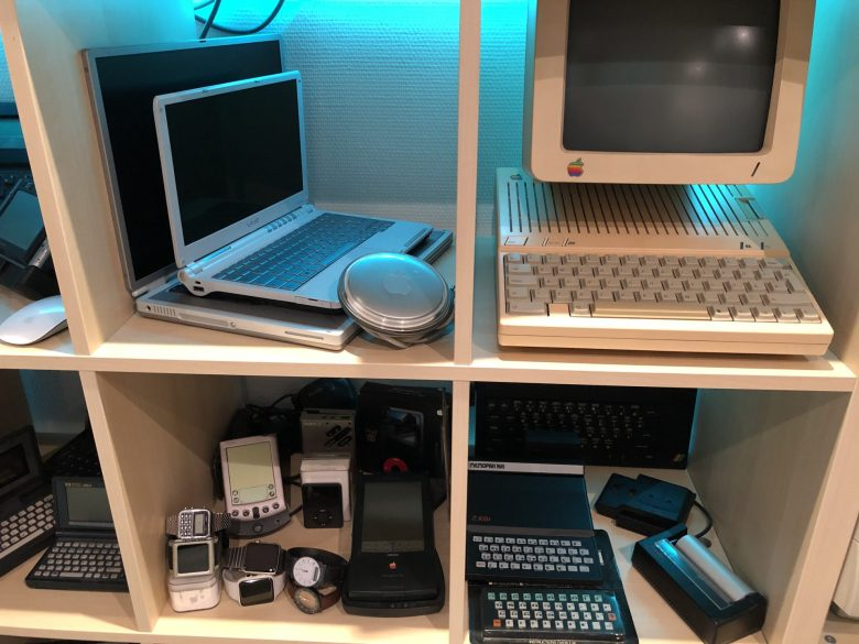 Sony Subnotebook. Apple IIc mit Monitor. Apple Uhren. PDAs. Sinclair ZX81 und ZX Printer. Computermuseum wegen Überfüllung geschlossen