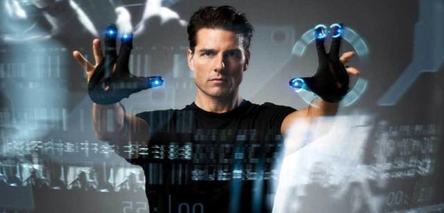 Tom Cruise in Minority Report. Was für Geräte würde er nostalgisch aus seiner Zeit sammeln? Datenhandschuhe?