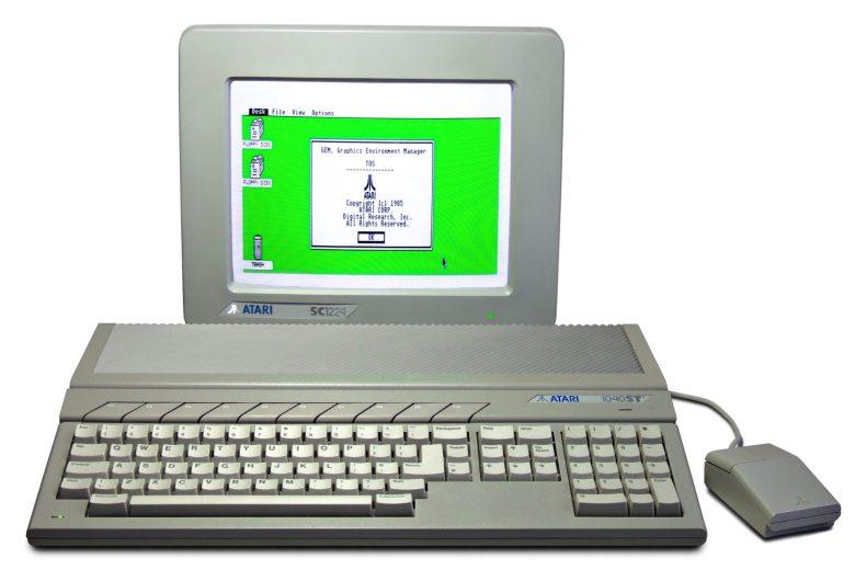Der Atari 1040ST mit SC1224 Farbmonitor und Maus.