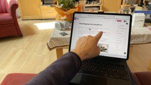 Kombinierte Bedienung eines iPad Pro mit Touchscreen, Trackpad und Tastatur