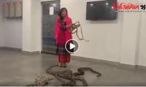 নরেন্দ্র মোদীকে সাপ ও কুমির দিয়ে হত্যার হুমকি রাবি পিরজাদার (ভিডিও) -Digital Khobor