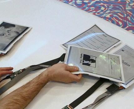 PaperTab 複数の電子ペーパーの連携で直感的なデスクトップを実現