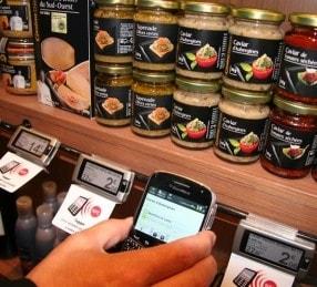 1655969-les-technologies-sans-contact-rendent-la-boutique-intelligente