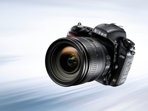 Nikon D750 - Front