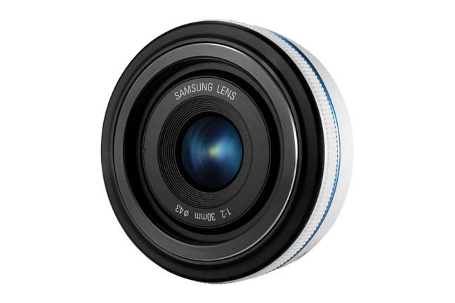 Samsung 30mm F2 Lens 03