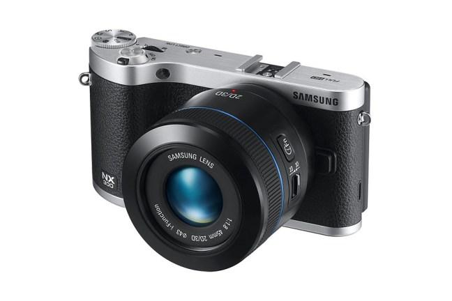Samsung 45mm F1.8 2D:3D Lens 08