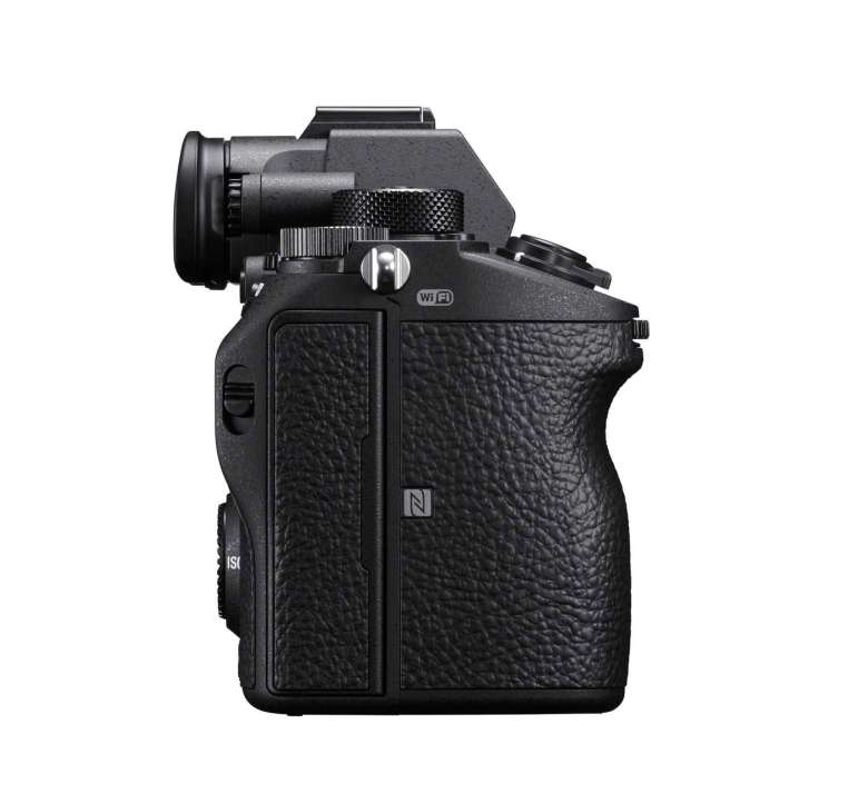 The Sony a7RIII offers two SD card slots, Bluetooth and a faster burst rate of 10FPS.