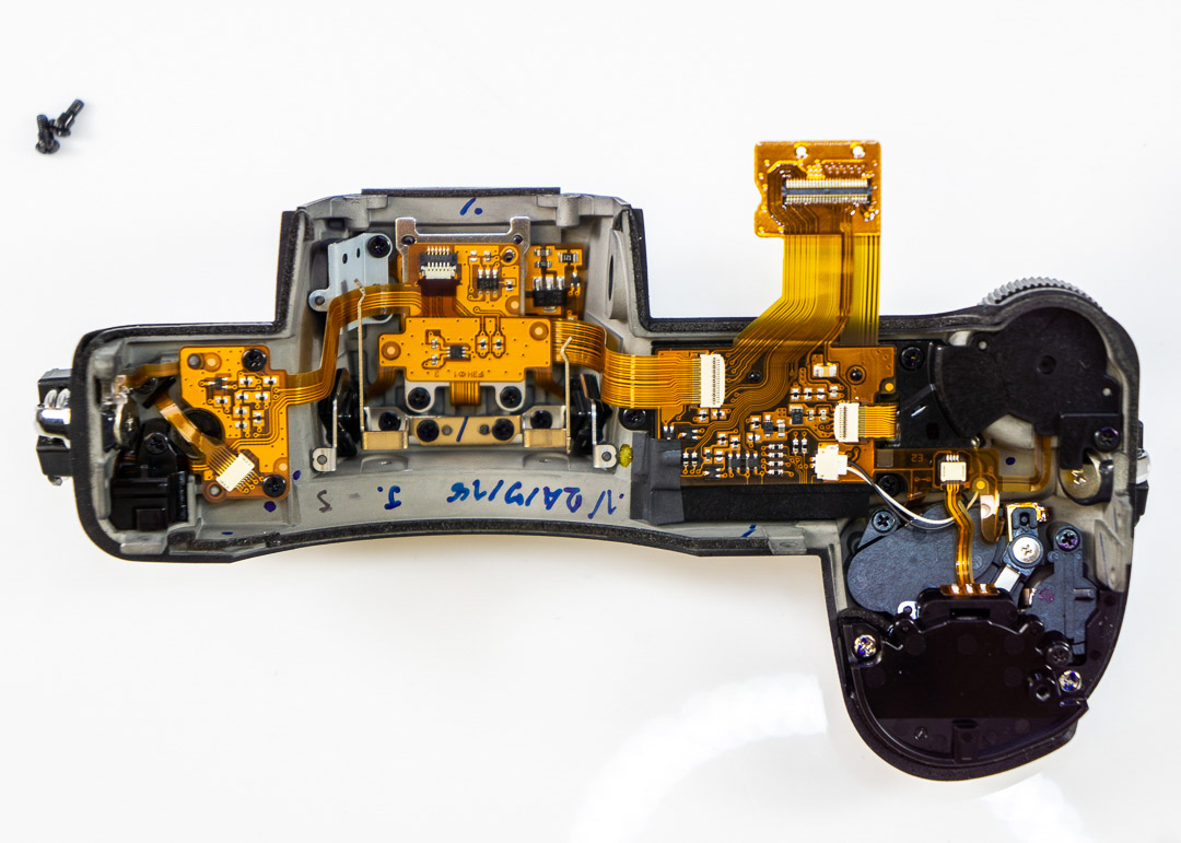 Nikon-Z7-mirrorless-camera-teardown-9