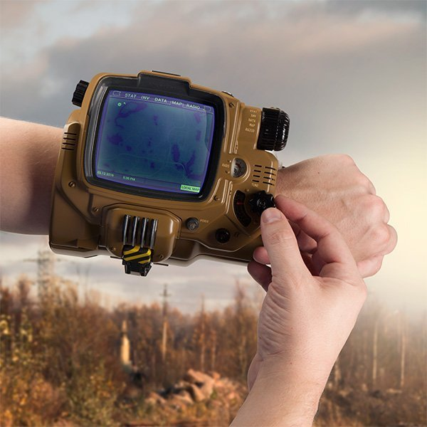 iuso_fallout_4_bluetooth_pipboy_inuse
