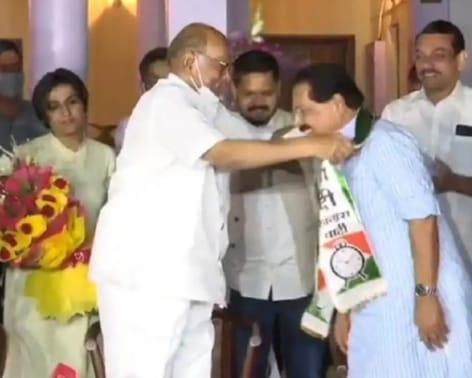 कांग्रेस छोड़ वरिष्ठ नेता पीसी चाको पहुंचे शरद पवार की शरण में, एनसीपी में हुए शामिल