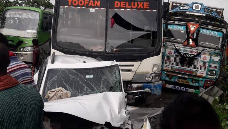 Bihar: Massive Road Accident occured on NH-31 in Khagaria after Three Vehicles Collided with each other