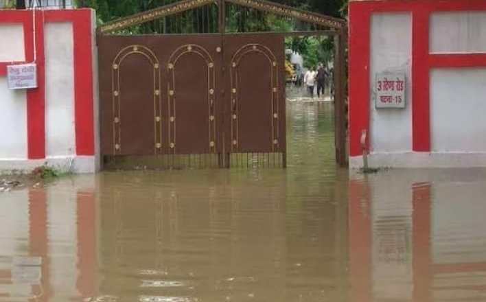 बारिश ने नीतीश सरकार की खोली पोल, डिप्टी चीफ मिनिस्टर रेणु देवी का आवास बना तालाब
