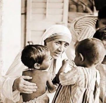 Happy birthday, Mother Teresa – दीन-दुखियों और बेसहारा लोगों के लिए मदर टेरेसा का पूरा जीवन रहा समर्पित