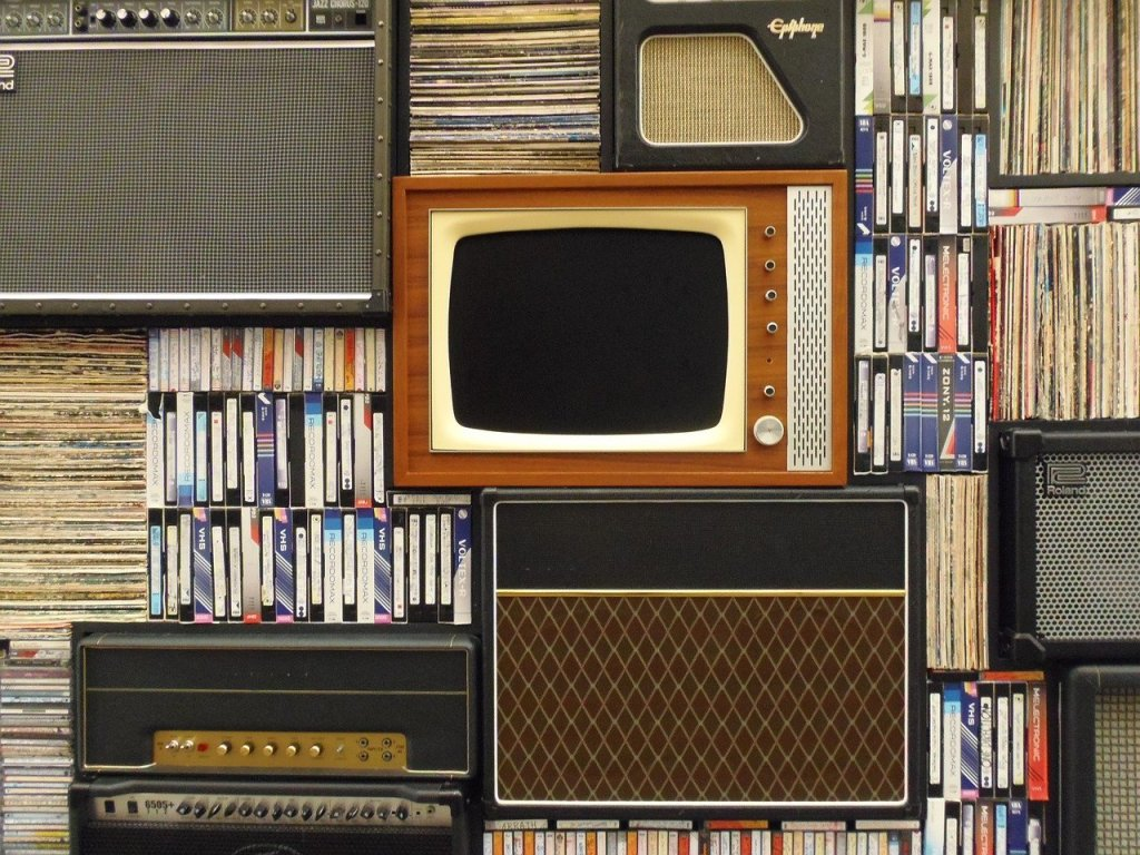 old tv, records, vhs tapes-1149416.jpg