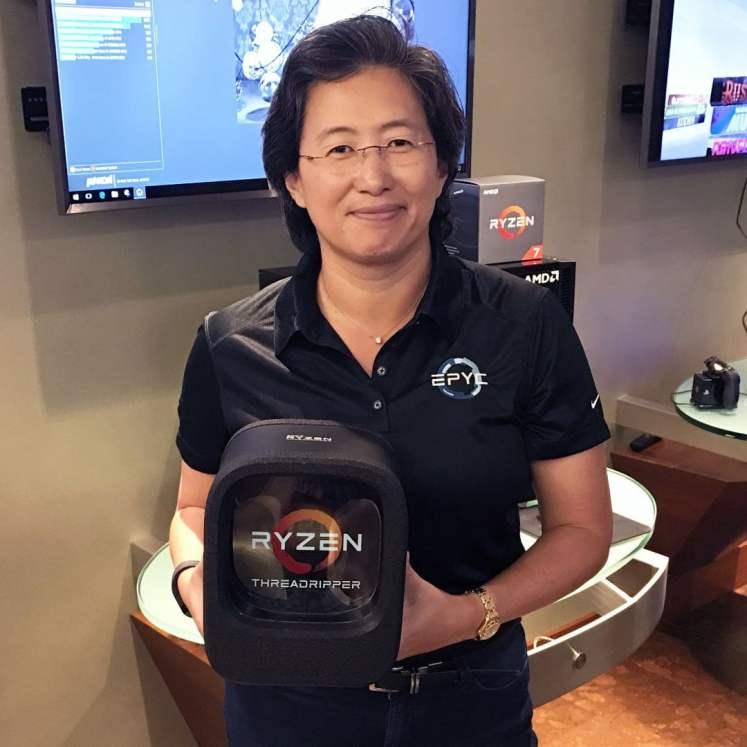 Lisa Su unveiling Ryzen Threadripper packaging