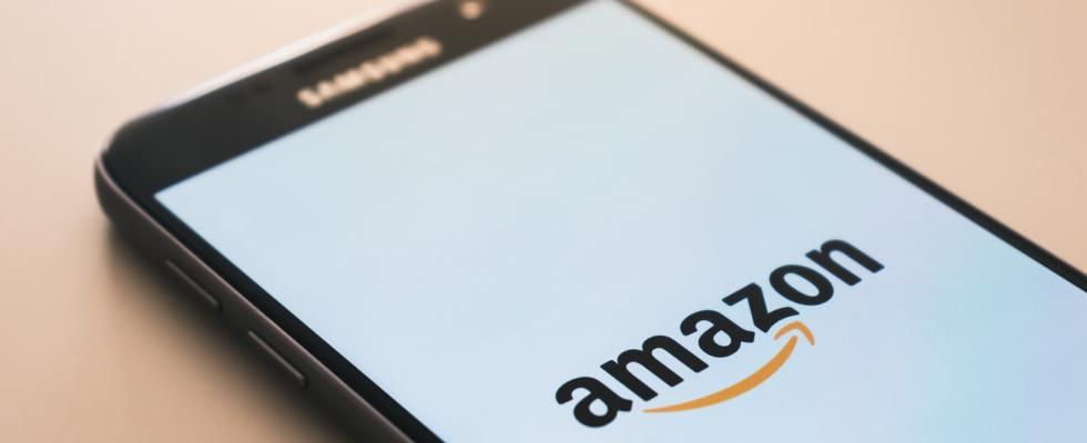 Logo d'Amazon sur un téléphone Samsung.