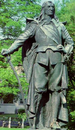 A greenish statue of Peter Stuyvesant