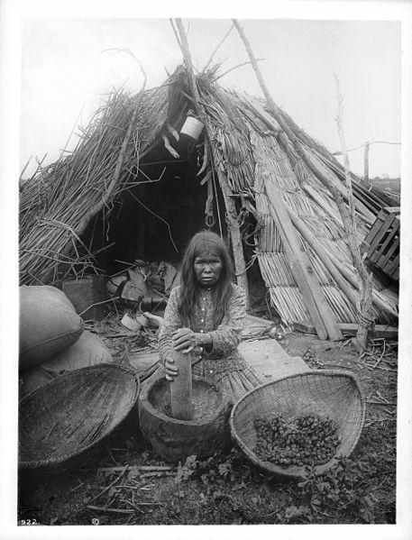 Paiute woman grinding corn | Public Domain / Wikimedia Commons