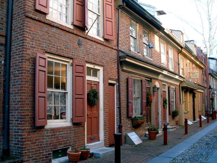 Elfreth's Alley in Philadelphia. Old architecture.