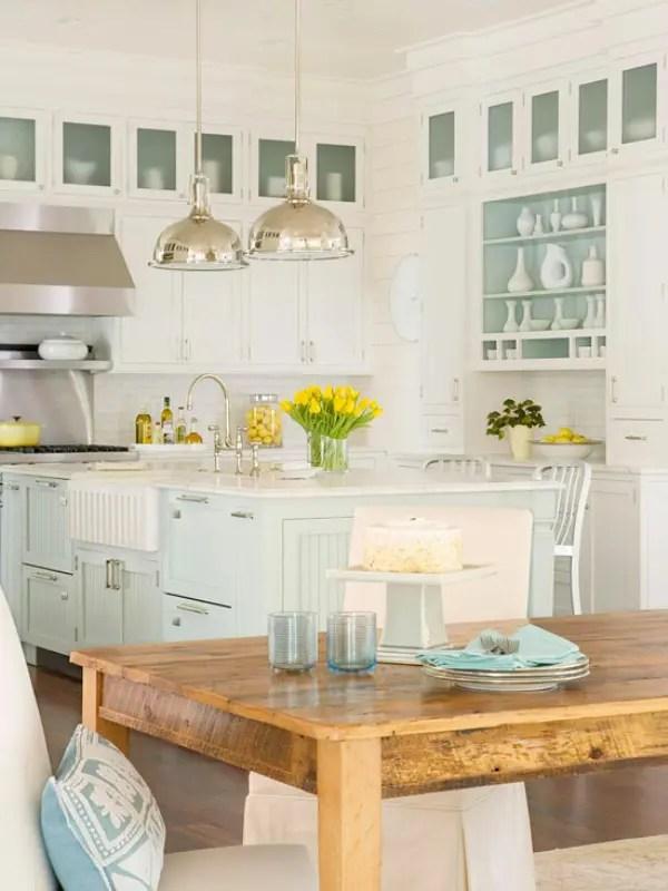 Traditional Coastal Style Kitchen Design Inspiration