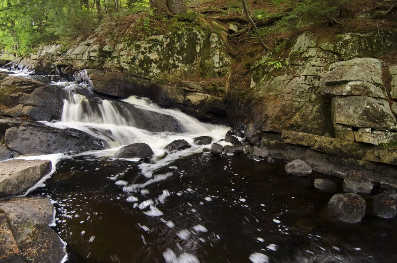Falls along Oregon Trail