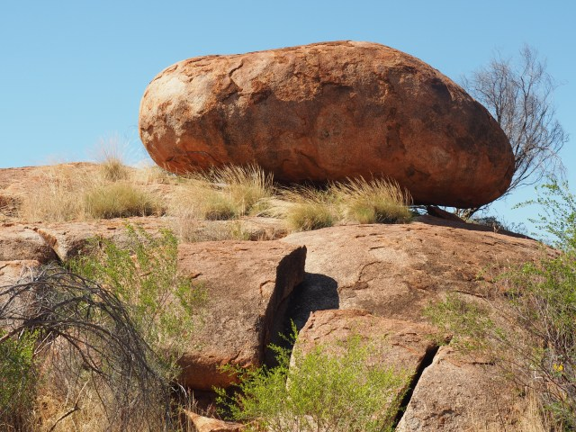 Amazing rock formations in the centre of Australia - travelling not house-sitting