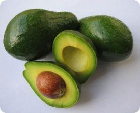 Guarde o abacate com o caroço, caso vc não o utilize por inteiro. Isso vai evitar que ele preteje.