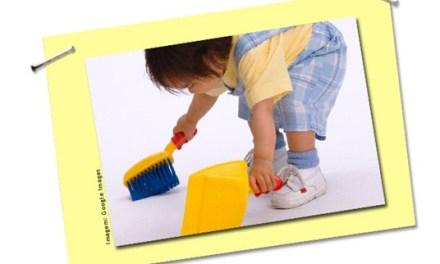 Faxina com crianças: 15 dicas para a limpeza virar brincadeira
