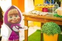 O buffet em que a festa foi realizada disponibilizou algumas peças dos personagens, o que ajudou bastante a caracterizar a festa Masha e o Urso.