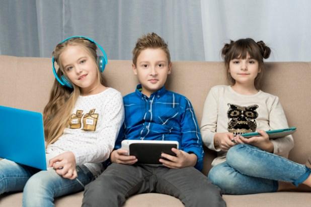 """<a href=""""https://br.freepik.com/fotos-vetores-gratis/criancas"""" data-recalc-dims="""