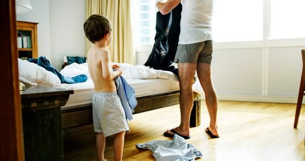 https://br.freepik.com/fotos-premium/pai-e-filho-se-vestindo-juntos_3082571.htm