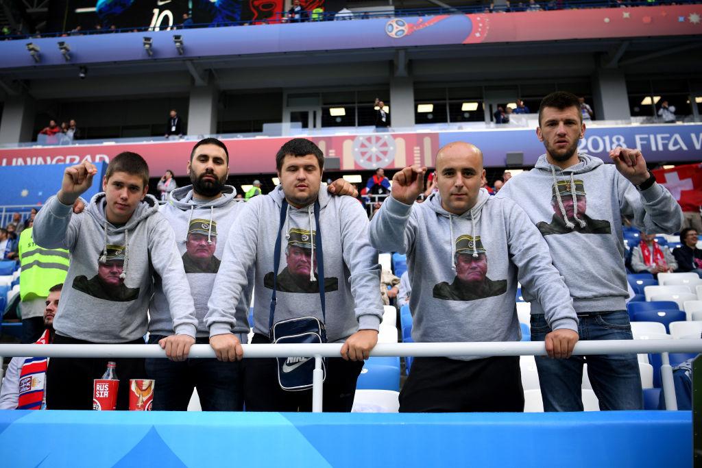 Teške provokacija navijača Srbije: Na tribinama u Rusiji slike ratnih zločinaca, motivi osuđenih zločinačkih pokreta…