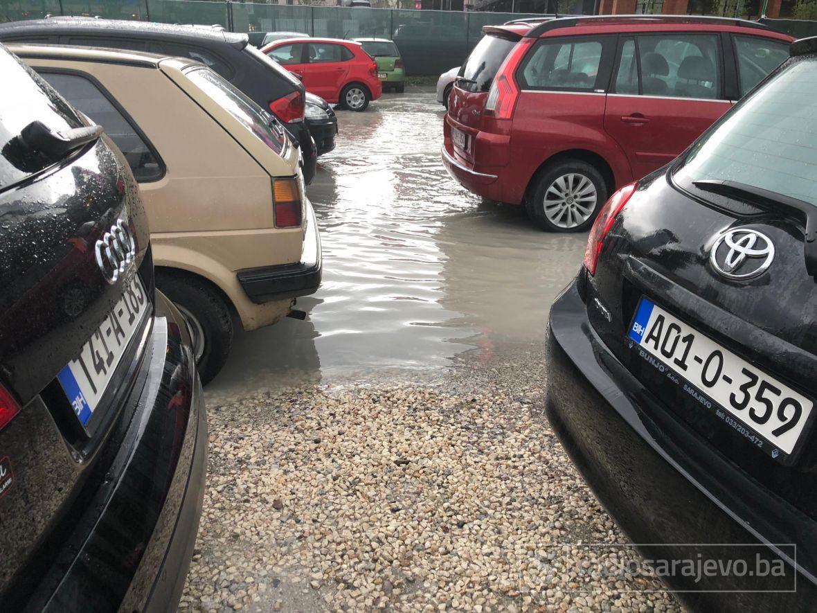 Kolaps u Sarajevu: Nevrijeme poplavilo ulice glavnog grada, građani u problemima