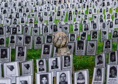 Fotografije sa imenima ubijenih 3.176 Prijedorčana postavljene u Sarajevu