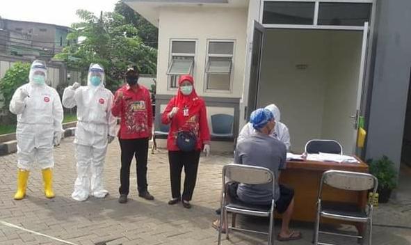 Karena Ada Warga Diduga Terinfeksi, Warga Pinang Ranti Swab Test' Covid-19