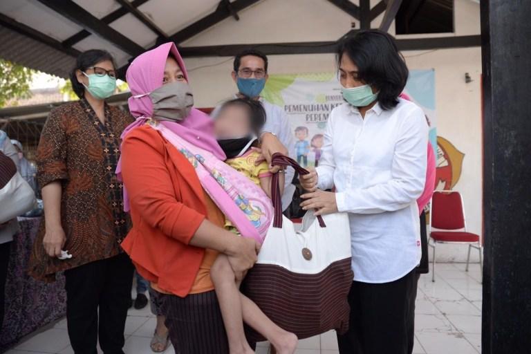 Menteri PPPA Berikan Paket Pemenuhan Kebutuhan Spesifik Anak se-Indonesia