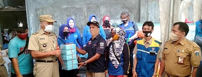 Ratusan Pengungsi Kebakaran di Pademangan Dapat Bantuan Penyintas Bencana Dari Sudin Sosial Jakarta Utara