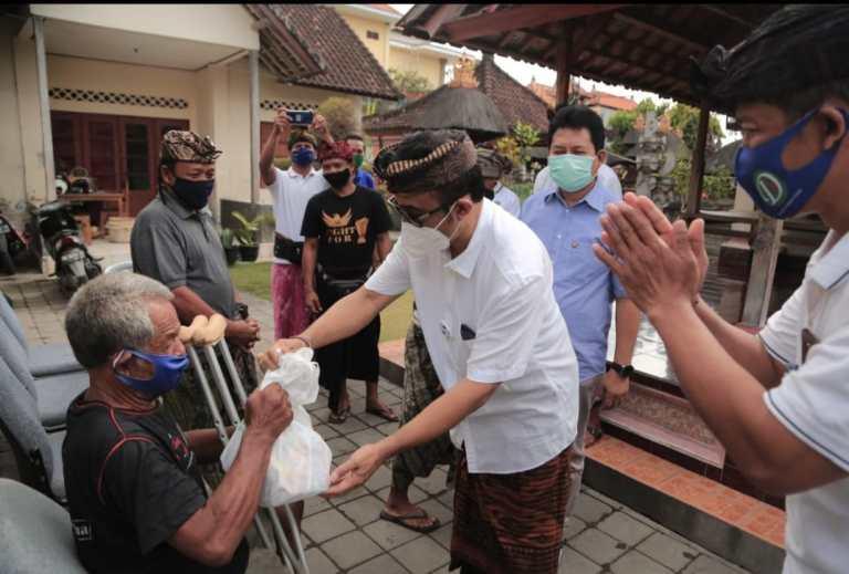 Wawali Denpasar Salurkan Sembako